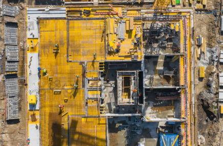 Jak drony wspierają firmy budowlane w realizacji inwestycji?